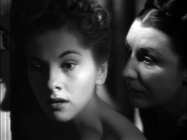 joan-fontaine-judith-anderson-in-rebecca