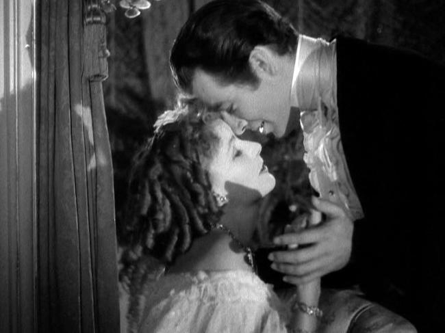 Greta Garbo, Robert Taylor in Camille