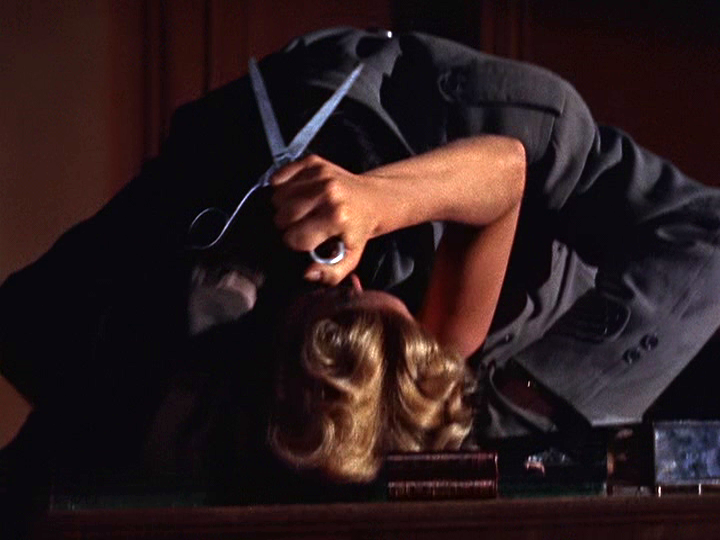 Grace Kelly attempts to save herself from a would-be murderer.