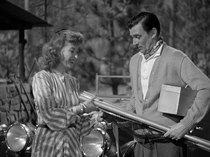 Greer Garson and Walter Pidgeon prepare to go fishing in Julia Misbehaves.